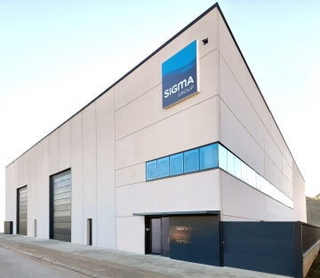 Photo of the main façade of the new SIGMA Group facilities located in the Pont-Xetmar industrial estate in Cornellà de Terri, Girona.